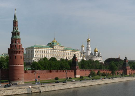 https://commons.wikimedia.org/wiki/File:Moscow_Kremlin_from_Kamenny_bridge.jpg