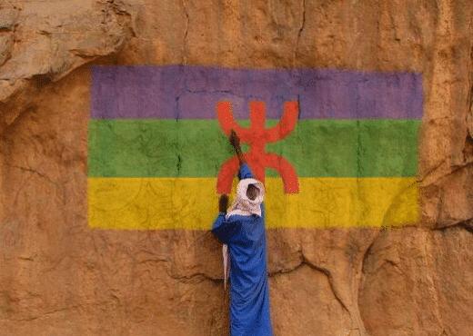 Drapeau Amazigh peint sur un mur